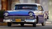 En blixtrande fin 1957 Ford Fairlane med 3-färgslackering! Men smakfullt med mörkblått, mellanblått och vitt tak.