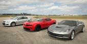 Längst bort Chevrolet SS, därefter Chevrolet Camaro och närmast 2014 Chevrolet Corvette.