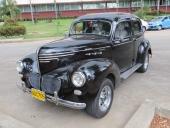 1940 Willys är verkligen en raritet. De exemplar som finns i USA är ofta kraftig ombyggda. Här har bara strålkastarna bytts ut — och så fälg och däck förstås!