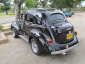 1940 Willys bakifrån. Som nämnts är Volkswagen baklampor populära på Cuba. Passar in på den här typen av bilar och ger både blinkers, baklampa och backlampa.