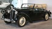 Svepande vacker formgivning kännetecknar denna 1937 DKW F5 Luxus-Cabriolet.