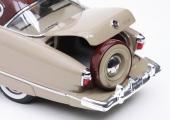 Precis lika elegant som i verkligheten! Det inklädda reservhjulet vrides åt sidan när bakluckan skall öppnas.
