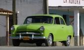 Så matchar vi med denna 1952 Willys Aero. I stort sett original, men med silvermålad grillbjälke och avsaknad av sidolister. Finns inte många exemplar kvar i världen.