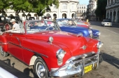Ännu en 1949 Oldsmobile, men här en Convertible med extra stötfångarskydd och ögonbryn över strålkastarna.