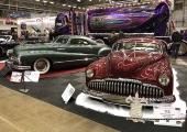 Två fantastiska kreationer på custombilar. Den bortre med fronten från en 1948 Buick, den röda en modifierad 1949 Buick Sedanette.