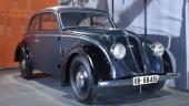 En för sin tid extrem strömlinjeform uppvisar denna 1936 DKW Schwebeklasse.