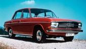 Audi 60 fick den karaktäristiska men slätstrukna fronten som sedan följde märket ända in i modern tid.