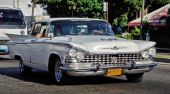 Mycket fin 1955 Buick Special Convertible med omtyckt 2-färgslackering. Riktiga originalfälgar. Fattas bara vit däcksida!