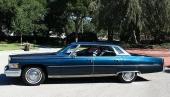 1976 Cadillac Sedan de Ville i all sin elegans.