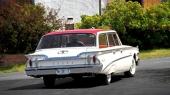 Här har man snitsat till aktern på 1960 Edsel stationsvagn! Faktiskt riktigt snyggt!