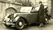 1938 DKW F7 4-sitsig Luxus-Cabriolet med härliga trådekerhjul och navkapslar. Dessutom försedd med dubbla signalhorn och extra strålkastare!