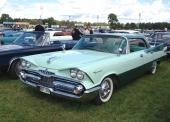 I slutet av 50-talet var det positivt att se elak ut! Åtminstone om man var en elegant amerikansk bil! 1959 Dodge Coronet Lancer hardtop Sedan ståtar med en av marknadens tuffaste fronter.