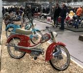 Det fanns en hel del nostalgiska fordon också-Här en rad rara mopeder som överlevt och renoverats.
