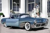 En kromtyngd Oldsmobile Delta visar märket inte fegar ur när det gäller dramatisk formgivning. V8 på 250 hk sörjer för att pjäsen rör på sig.