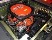 E-Body av Barracuda och Challenger var skapade för bigblock-motorer. Därför var det ganska rymligt med denna 340 6-Pack.