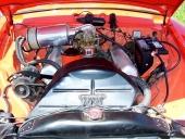 259 cu.in. V8 i ett snyggt motorrum i denna 1955 Studebaker Commander DeLuxe Coupe.