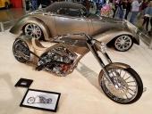 """Priset för """"The America´s Most Beautiful Motorcycle"""" gick till Ken Reister, tillverkad av Xpression och formgiven av den icke obekante Foose! När man ändå höll på passade det fint att även ställa ut denna 1936 Ford, som vann 2006 """"Americas Most Beautiful Roadster""""!"""