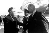 George W. Romney välkomnar President Lyndon B. Johnson.