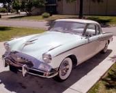 1955 Studebaker President Speedster var den mest exklusiva modellen med nästan dubbelt så högt pris, mot den billigaste versionen av Studebaker!