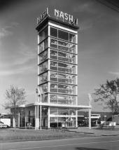 1933 började bygget av denna fantastiska reklampelare i form av ett glashus med 1934 års Nash. Byggnaden placerades på International Exposition Chicago 1933-1934. (original fabriksfoto).