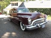 1953 Buick Super Estate Wagon var aningen enklare än Roadmaster och hade tre portholes istället för fyra.