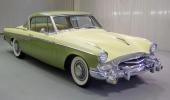 1955 Studebaker President Speedster, här med dimljus som originaloption.  En mycket eftertraktad färgkombination, inte minst som samlarobjekt.