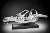 Den nya ramen i aluminium som är 46 kg lättare än den tidigare.