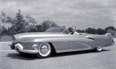 Harley J. Earl bakom ratten på 1951 General Motors LeSabre.