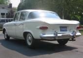 1960 Studebaker Lark VIII 4dr Sedan fick detaljändrad akter som skapade en lite bredare look.