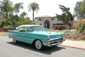 Till 1957 fick Chevrolet nöja sig med en ansiktslyft årsmodell. Det gjorde man med bravur. Här 1957 Bel Air Sport Coupe.