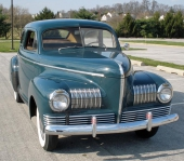 1941 Nash 600 DeLuxe 2dr Fastback Sedan. En front som många uppskattade designen på. Lite lägre och bredare motorhuv.