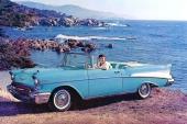 Visst ser den unga damen lycklig ut! Hon tycks ha förirrat sig ut på en badstrand med familjens nya 1957 Bel Air Convertible.