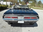 Stora, breda baklampor på 1971 Challenger Convertible.