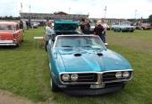 Första generationens Pontiac Firebird har blivit sällsynta, till förmån för betydligt nyare årgångar. Här kan vi i varje fall se en härlig 1968 Firebird Convertible.