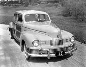 1946 Nash Ambassador Suburban woodie. Samma design som 1942, men lite bredare grill.