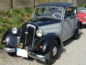 1939 DKW F8 Sedan. Bilen har uppgraderats med moderna blinkers på skärmarna, samt dimljus.