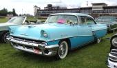 1956 Mercury Montclair Sport Hardtop Coupe. En aning mer attityd i fronten mot 1955 års modell. Observera den vackra, långhåriga damen i baksätet.... Nej visst, det är en väluppfostrad hund!