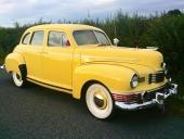 1947 Nash 600 Super 4dr Trunk Sedan. Bilen ägdes av Bob McDonald. Inte konstigt att det skulle vara knallgul!