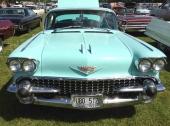 På Sweden Rockabilly Festival fanns många 1958 Cadillac. Här är en färgstark Coupe de Ville i originalkulör.