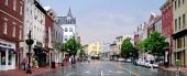 Wisconsin Avenue är huvudgatan i Friendship, men byter delvis karaktär i de olika stadsdelarna. Här är en vy från stadsdelen Georgetown.