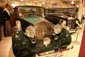 Ytterligare en 1939 Rolls-Royce Wraith. Denna i lättsam tvåfärgad grön lackering. I bakgrunden en 1961 Rolls-Royce Silver Cloud.
