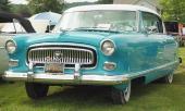 1954 blev sista årsmodellen av Nash med denna design. Det är lätt att känna igen 54:an på sin nyutformade grill. På bilden en Nash Statesman Custom 2dr Coupe.