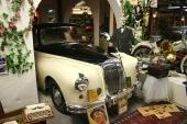 Omedelbart intill Kar de Mumma återfinner vi Karl Gerard och hans tjusiga 1961 Daimler Majestic 3.8 Litre.