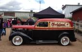 Nostalgeek ståtade med sin snyggt ombyggda 1935 Plymouth PJ50 Commercial Sedan, trevligt parkerad intill marknadsståndet.