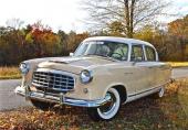 Alla Nash Rambler var byggda med en hjulbas på 100 tum, med undantag för 4dr Sedan. Men till 1954 gjorde man ett synnerligen smart drag och kompletterade med 4dr Custom Sedan och Custom Station Wagon, baserade på 108 tums hjulbas. Nytt på 1955 års modell var dessutom att framskärmarna fick en mer normal öppning för hjulen!