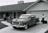 Fabriksfoto på en 1956 Nash Ambassador Custom Country Club. Det vill säga hardtop.