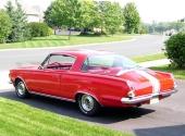 Lite mer sport blev det på 1965 Barracuda S med stripes. Ett första steg mot mer visuell prestanda